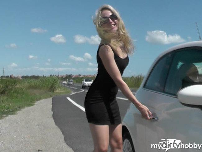 Miss Mia ⋆ Pissen mit PUBLIKUM !!! public