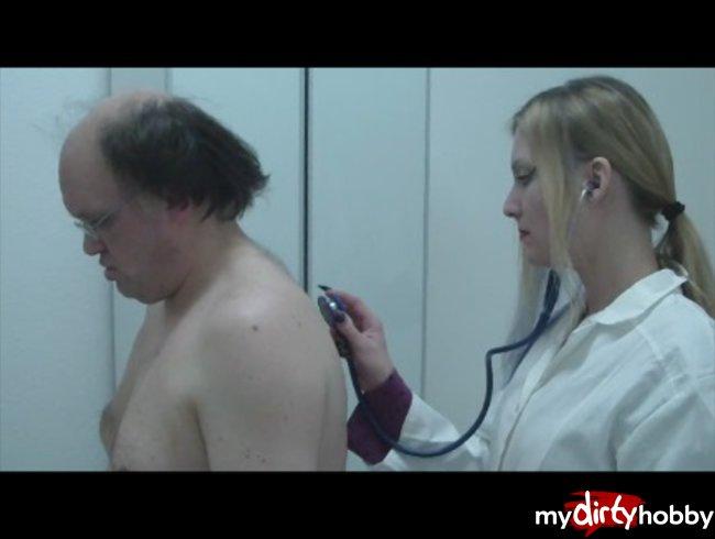 Bei Frau Doktor pervers in der Praxis