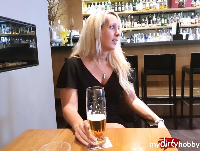 Fickgeil in der Hotel-Bar in Bonn mit XXL Facial