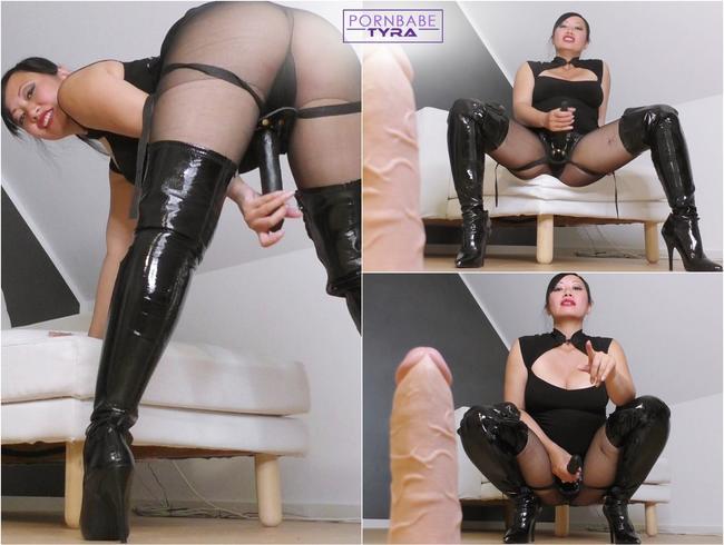 Dirty Talk - Sissy Erziehung durch den Strapon der Herrin