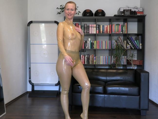 Layer und Latex Fetisch - das Anziehen
