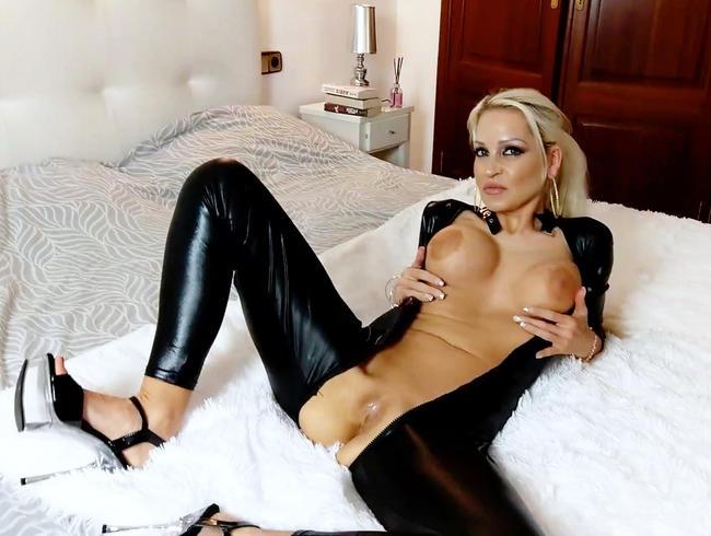 Sinnliche Verführung mit dominanter Milfvotze ! Ist dein Schwanz bereit für mich ?!